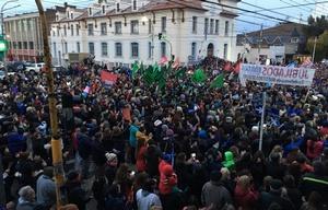 La marcha se concentró en la esquina de las avenidas Kirchner y San Martín.