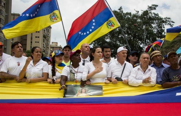 """Multitudinaria """"Marcha del silencio"""" en Venezuela."""