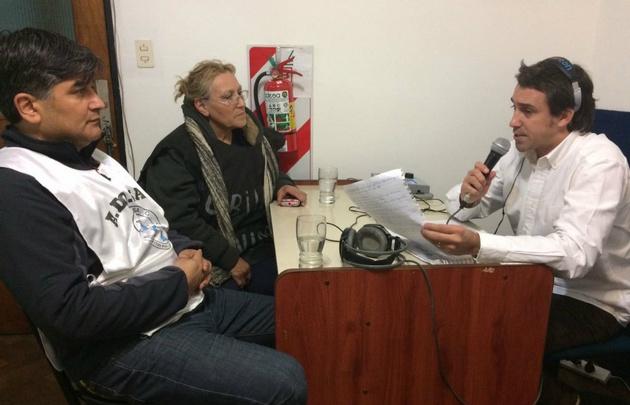 Luis Fernández Echegaray, entrevistando a Javier Fernández y Joaquina Avendaño.