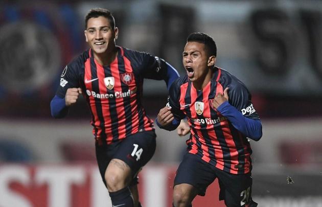 Nahuel Barrios festeja su gol, que le dio el vital triunfo a San Lorenzo.