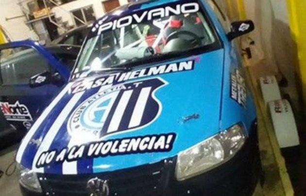El auto de Piovano, ploteado con los colores de Talleres y Belgrano.