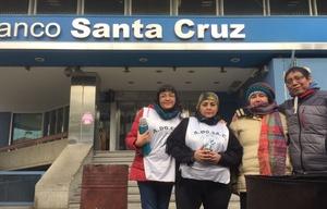 Los docentes de Santa Cruz reclaman el pago completo de sus haberes.