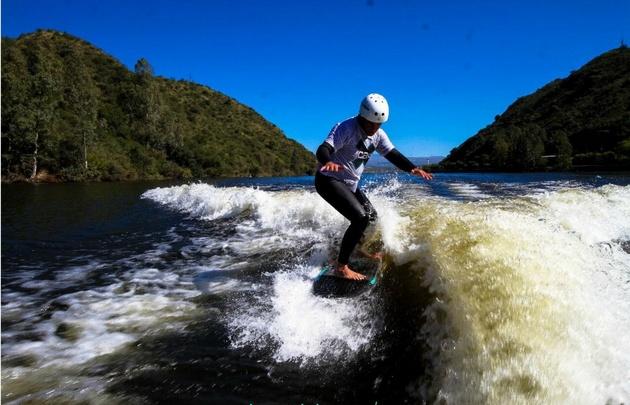 Tomar una clase en el lago San Roque de Carlos Paz cuesta entre 200 y 300 pesos.