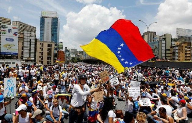 Miles de mujeres venezolanas marcharon contra la represión y por la paz.