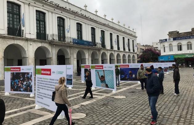 La muestra es al aire libre frente al Cabildo.