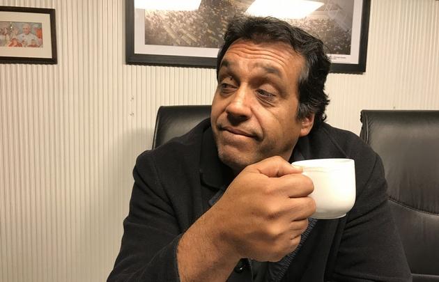 El Mago Black visitó trajo su humor a los estudios de Cadena 3.