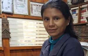 Leila Gareca es la canillita que recibió al bebé (Foto: El Tribuno).