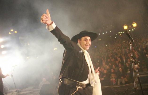 El cantante actuará el viernes en el Anfiteatro José Hernández.