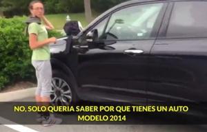 La mujer se cambiaba la ropa andrajosa y se subía a su Fiat 500X Easy modelo 2014.
