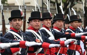 Mega desfile en Palermo por el aniversario de la Patria.