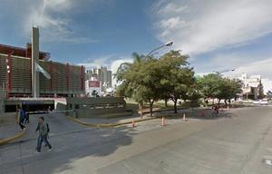 El edificio del empresario está sobre Santa Fe, frente a la Policía.