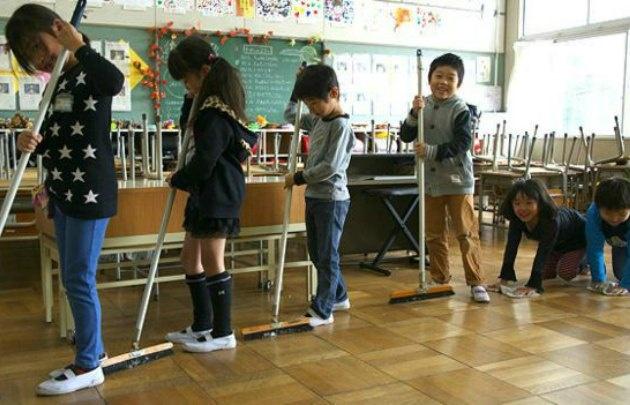 Macri volvió encantado con el trabajo en equipo en escuelas japonesas.