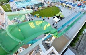 The Emerald Plunge es una de las principales atracciones en el parque.