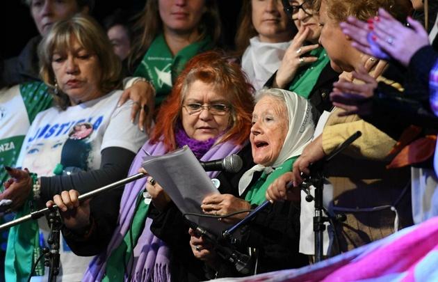 La titular de Madres Línea Fundadora Nora Cortiñas leyó un documento en Plaza de Mayo