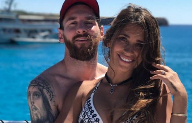 Messi y Antonella llegaron al país para su boda, después de unas vacaciones en Ibiza.