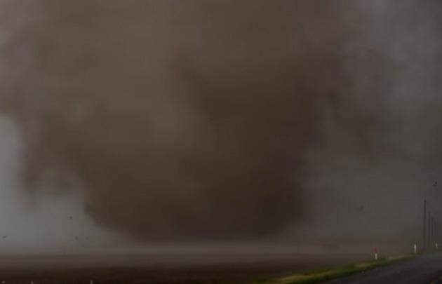 Un tornado arrasó todo a su paso en la zona de Wyoming, Estados Unidos.