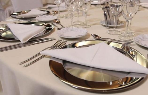 Los platos que se servirán en el casamiento.