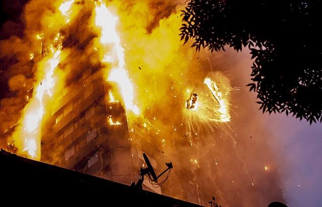 Varios muertos dejó el incendio en Londres.