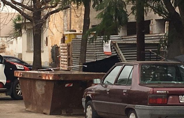 Hallaron el cuerpo descuartizado de una mujer en un contenedor de basura