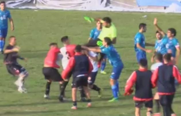 Incidentes tras un partido por el ascenso a la Primera C.