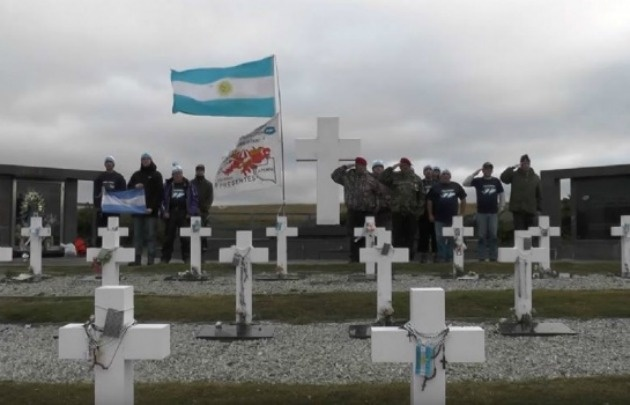 De las 121 tumbas, se identificaron a 88 soldados.