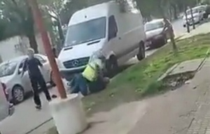 Inspector y automovilista se trenzaron en plena vía pública.