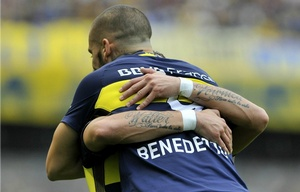 Benedetto celebra la apertura del marcador para Boca ante Unión.