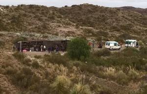 El micro accidentado en la ruta nacional 144 (Foto: Día del Sur).