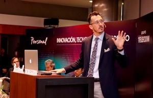 Andrew Phelps fue el expositor central. Del panel también participaron Roa y Del Río.