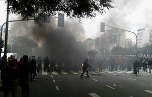 Piqueteros cortan el tránsito en Buenos Aires