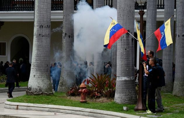 Incidentes contra la Asamblea Nacional.