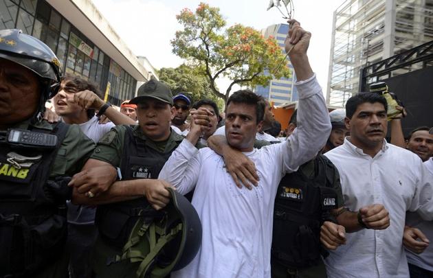 Leopoldo López cumple arresto domiciliario.