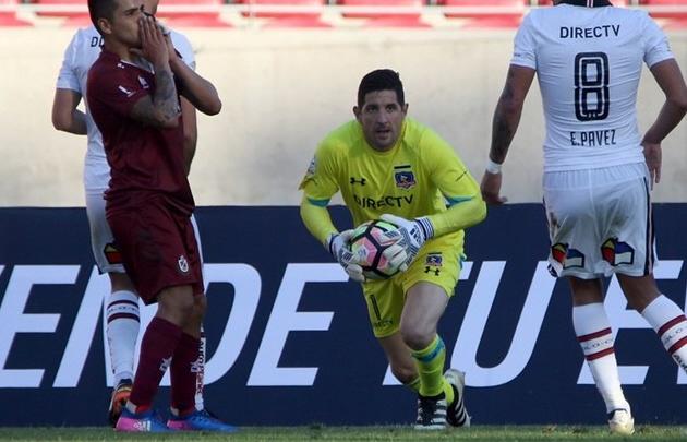 Pobre debut de Orión en el Colo Colo de Chile.