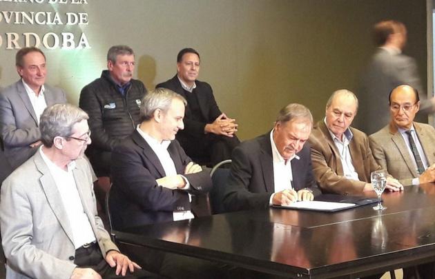 Flybondi firmó convenio con Córdoba