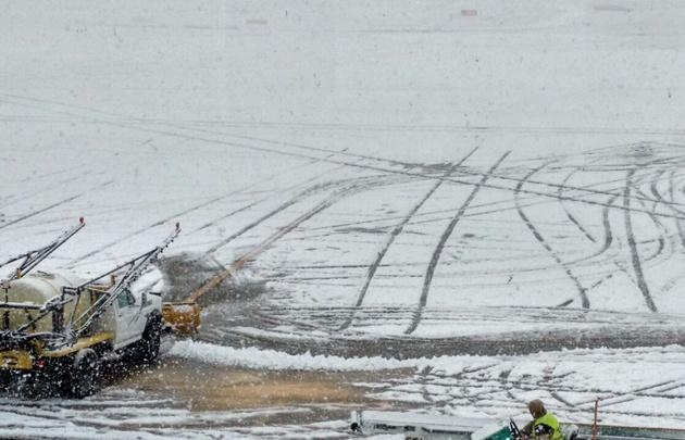 Cerraron dos aeropuertos en el sur del país por intensa nevada