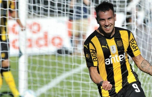 Junior Arias marcó 12 goles en el último torneo en Peñarol.