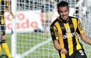 Junior Arias jugó el último torneo en Peñarol y se sumará a Talleres.