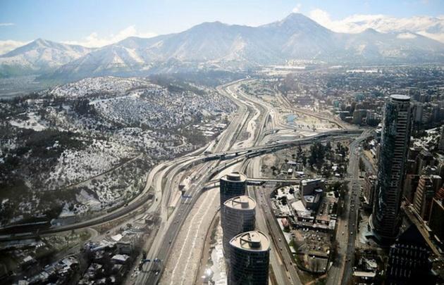 Santiago de Chile amaneció con una inusual nevada.