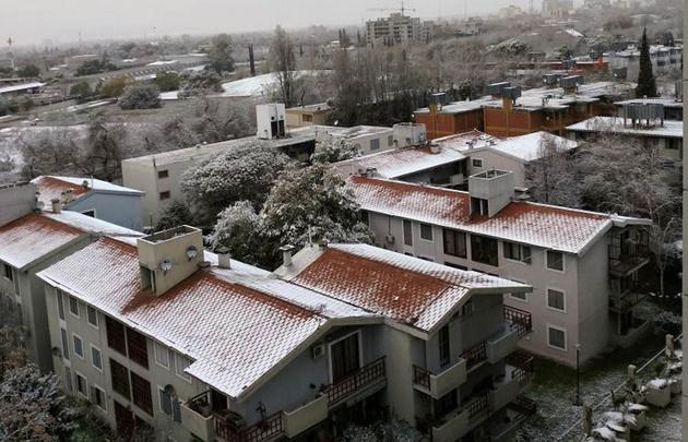 Mendoza amaneció cubierta de nieve.