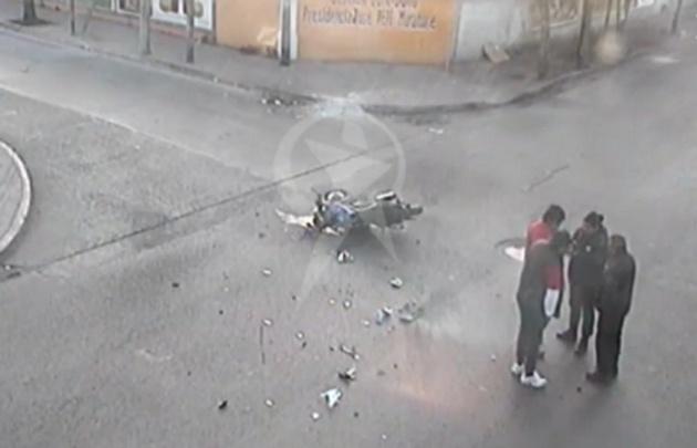 Así quedó la moto en la que iba el joven (Foto: El Tribuno)
