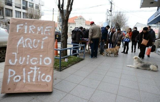 Juntan firmas para pedir juicio político a Alicia Kirchner (Foto: OPI Santa Cruz)
