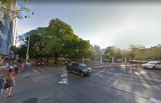 El accidente se produjo en la intersección de Cañada y Caseros (Google Street View)
