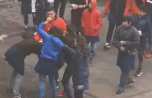 Increíble y violenta pelea entre los estudiantes de un colegio en Santa Fe.