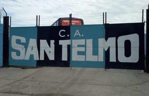 Barras de San Telmo irrumpieron en una asamblea y amenazaron a dirigentes.