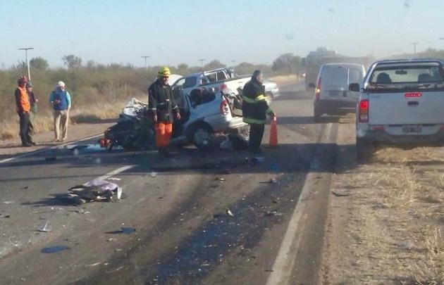 El accidente fue protagonizado por tres automóviles y un camión.