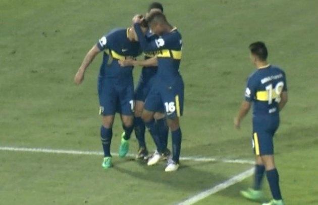 Cardona lanzó un misil inatajable que le dio el empate a Boca (Foto: Captura)