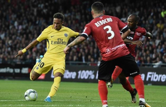 Neymar jugó su primer partido con la camiseta del elenco parisino.