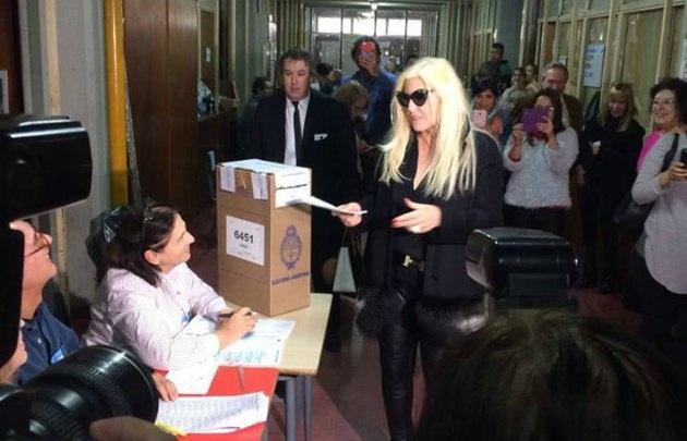Susana Giménez, al momento de emitir su voto (Foto: @1952md)