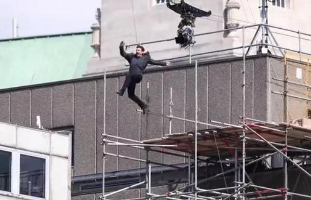 Impactante accidente de Tom Cruise en pleno rodaje de ''Misión Imposible 6''.