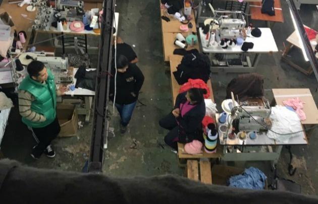 Clausuraron talleres textiles en Flores y Parque Chacabuco.